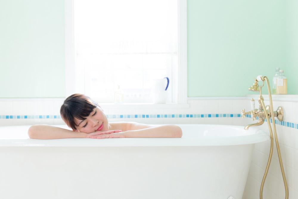 風呂入浴女性