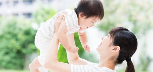 赤ちゃんをママ抱っこ