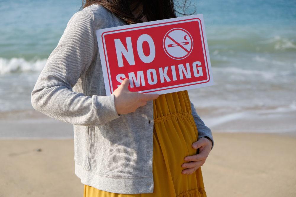 禁煙訴える妊婦さん
