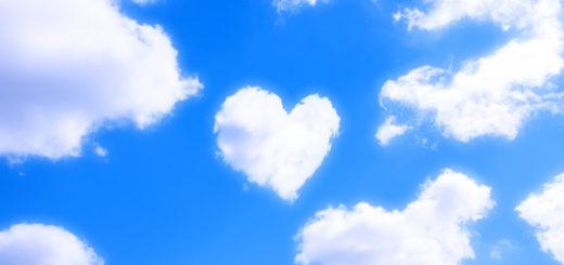 ハートの雲と空