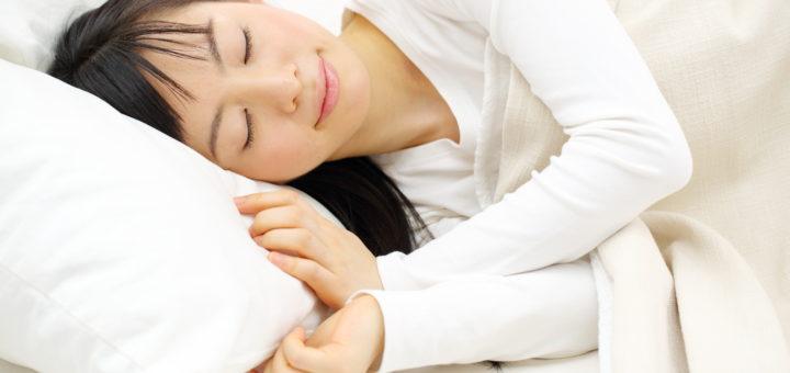 ベッド睡眠 女性