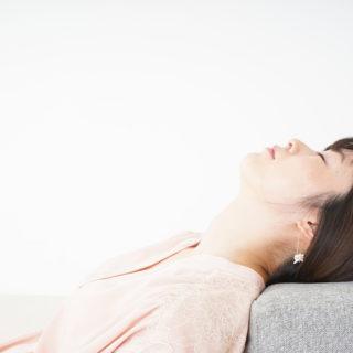 女性 横たわる